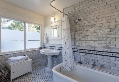 white carrara bath3